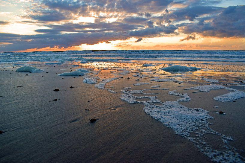Zonsondergang op het strand van Judith Cool