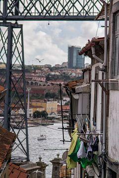 Doorkijkje op de Douro (Porto) van Bibian Been