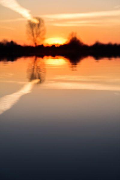 Zonsondergang in het water