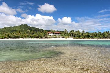 Strandresort auf tropischer Insel von Robin Jongerden