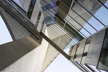 Eindhoven Architektur near bahnhof Kennedyplein 101 von Marianne van der Zee