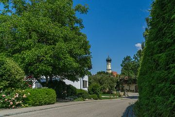 Sicht auf Dorfkirche Ottenhofen Bayern von MyPics4u