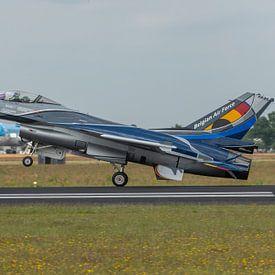 De F-16 Fighting Falcon van het Demonstratie Team van de Belgische Luchtmacht  is zojuist geland na  van Jaap van den Berg