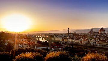 Florence: ondergaande zon met uitzicht op de Dom van Florence van Rene Siebring