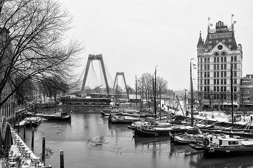 Oude Haven in Rotterdam met sneeuw in de winter