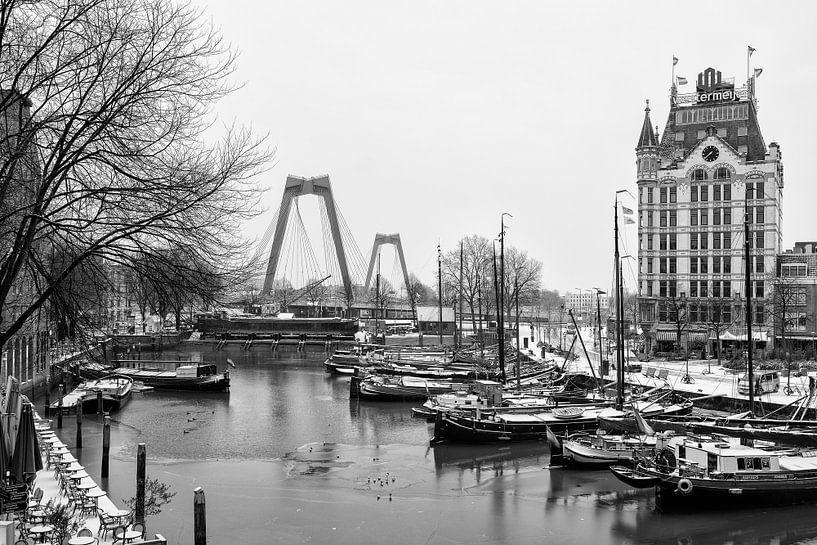 Oude Haven in Rotterdam met sneeuw in de winter van Mark De Rooij