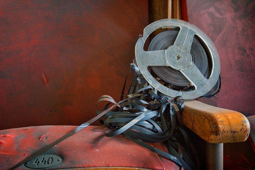 Urbex: Filmrolle in einem verlassenen Theater von Carola Schellekens