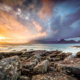 Zonsondergang op Elgol Beach Isle of Skye Schotland van Gerwald Harmsen