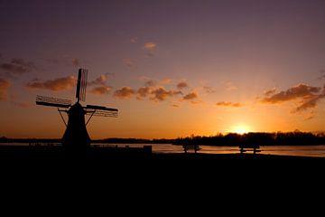 Zonsondergang bij de molen van Sandra de Heij