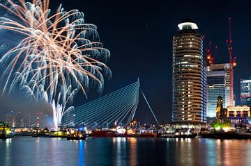 Meer vuurwerk! Rotterdam / Erasmusbrug / Kop van Zuid von Rob de Voogd / zzapback