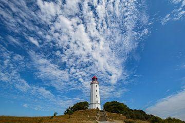 Schäfchenwolken über dem Leuchtturm auf der Insel Hiddensee von GH Foto & Artdesign
