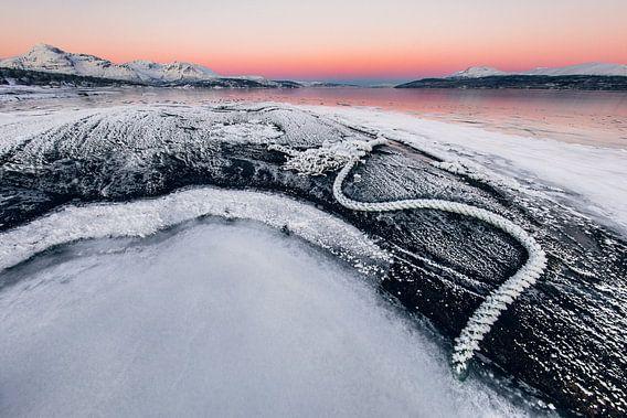 Kleurrijke zonsopkomst nabij Tromsø, Noorwegen
