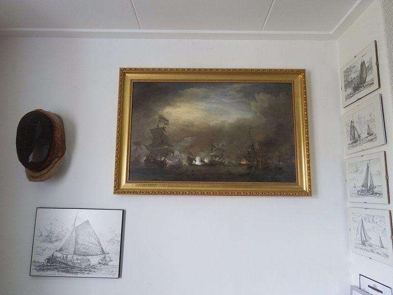Klantfoto: VOC Zeeslag schilderij: Cornelis Tromp op het schip de 'Gouden Leeuw'  van Schilderijen Nu