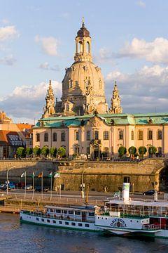 Brühlsche Terrasse und die Frauenkirche in Dresden sur