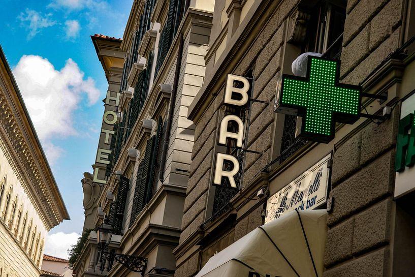 Een karakteristiek straatje in Florence van Jan-Willem Kokhuis