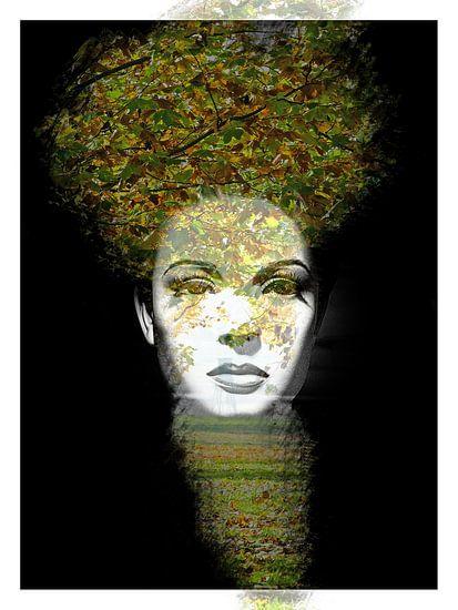 The woman with the leaves van Gabi Hampe