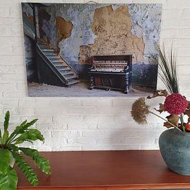 Klantfoto: Oude piano, old piano, van Chantal Golsteijn, op canvas