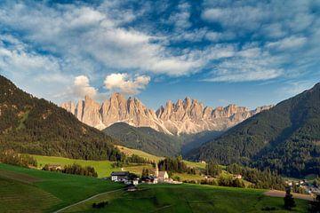 Wunderschöne Gegend in den Dolomiten von Roy Poots