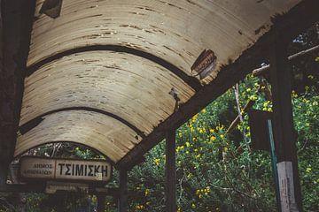 Abgelaufene Bushaltestelle in Athen von Maartje Abrahams