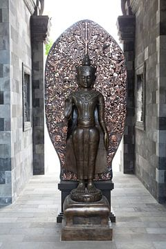 Boeddhabeeld Mendut-tempel van Kees van Dun