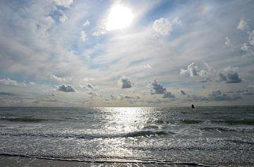 Zeeland, strand bij Zoutelande in tegenlicht van Koolspix