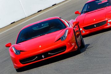 La Ferrari 458 Italia rouge au volant de la voiture de sport Zandvoort
