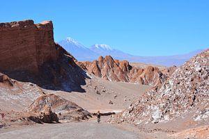 Fietser in de Valle de La Luna, Atacama woestijn Chili van My Footprints