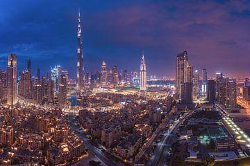 Dubaï Skyline Downtown Panorama à l'heure bleue sur Jean Claude Castor