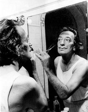 Salvador Dali schneidet sich den Schnurrbart von Bridgeman Images