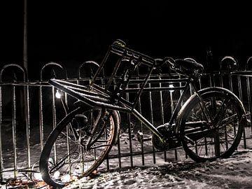 Vélo recouvert de neige sur Kelvin Middelink