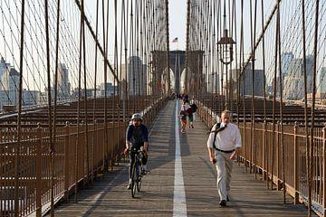Brooklyn Bridge in New York in de ochtend  sur Merijn van der Vliet