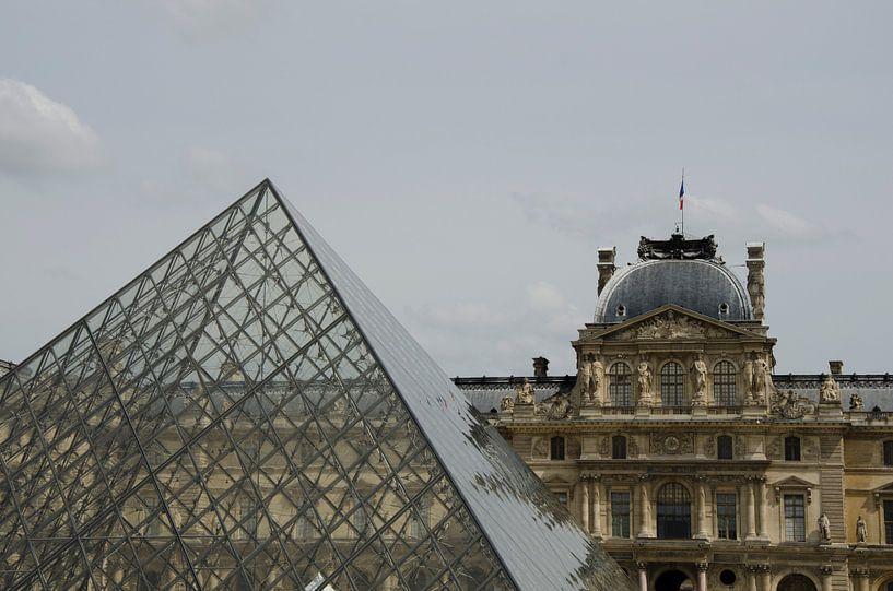 Modern en klassiek in het Louvre van Sean Vos
