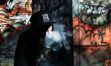Graffitti-artiest neemt rookpauze van Steven Otter