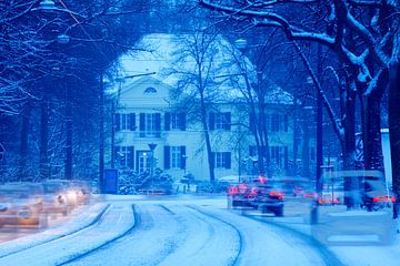 verschneite Strasse  mit Villa, Bremen, Deutschland
