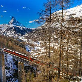 Viadukt über den Findelbach mit Blick auf das Matterhorn bei Zermatt von Arthur Puls Photography