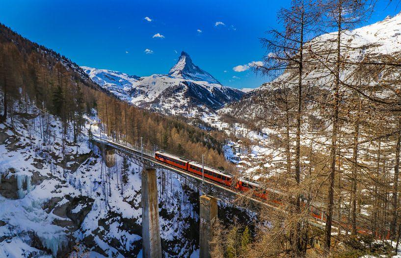 Viaduc sur le Findelbach avec vue sur le Cervin près de Zermatt sur Arthur Puls Photography