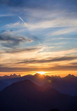 Sonnenuntergang in den Alpen 1 von Emile Kaihatu