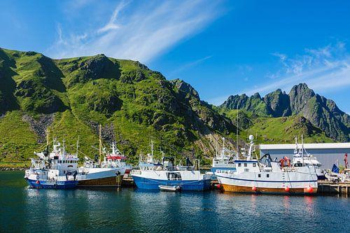 Fishing boates on the Lofoten Islands in Norway. van Rico Ködder