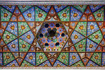 Plafond van mozaïek in madrassa in Taskjent Oezbekistan van Yvonne Smits