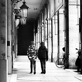 Tijdloos. Samen in een galerij in Parijs van Maren Oude Essink