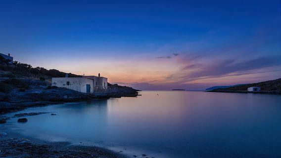 Avond in eenzame baai op Grieks Kythira