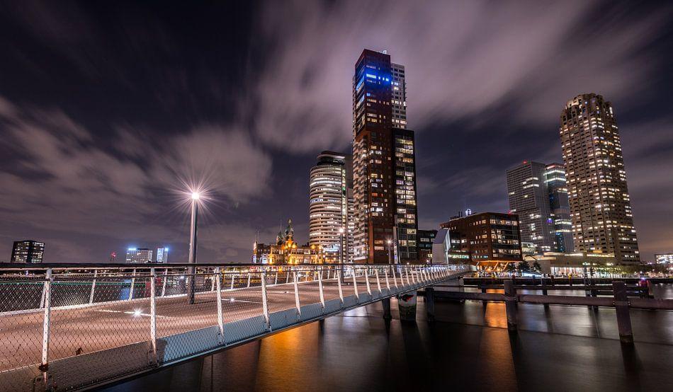 Avondfoto Kop van Zuid vanaf Katendrecht van Mark De Rooij