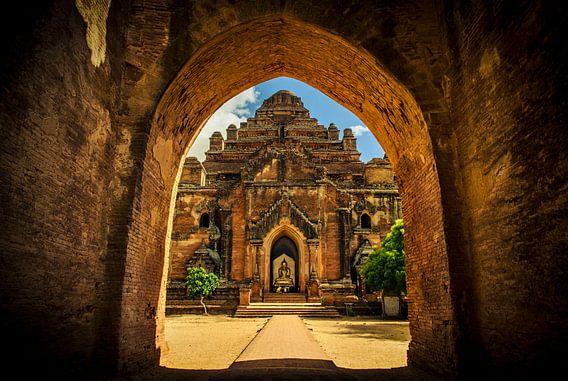Dhammayan Gyi Temple in Bagan, Myanmar van Sven Wildschut