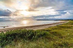 Der Strand von Kerver, Bretagne von Peter Schickert