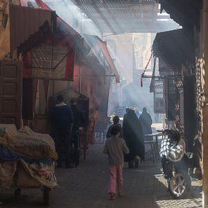 Souk in de medina van Meknes, Marokko van