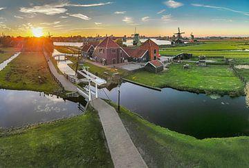 Kaasboerderij op de Zaanse Schans en de molens langs de Zaan, Zaandam, , Noord-Holland, Nederland van Rene van der Meer