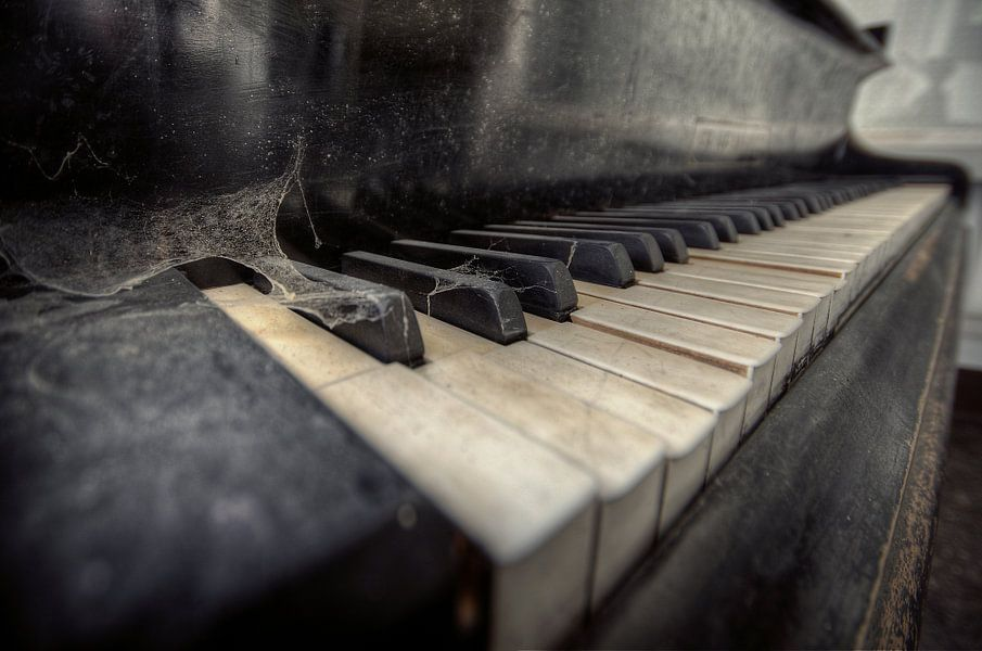 Urbex - Piano van Angelique Brunas