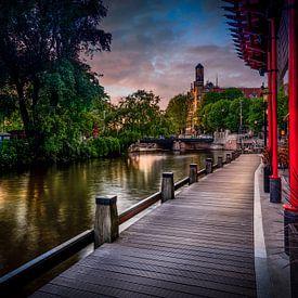 Amsterdam: Blick entlang des Kanals beim American Hotel von Rene Siebring