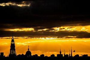 Gouden zonsondergang over Amsterdam van Marcia Kirkels