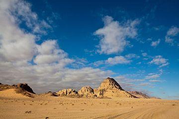 Zandduinen en rotsen in de Wadi Rum woestijn in Zuid Jordanië - Midden Oosten van WorldWidePhotoWeb